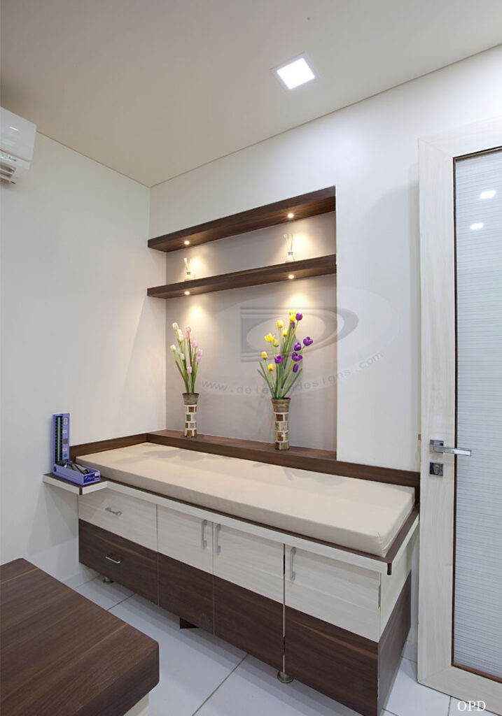 Hospital Room Interior Design: Dr.Rahul M. Patil, Vihaan Hospital